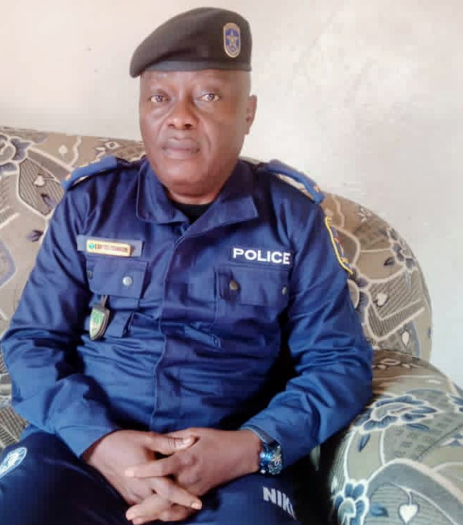 Mahagi: visite du chef de la police à Djalasiga après la destruction du commissariat local